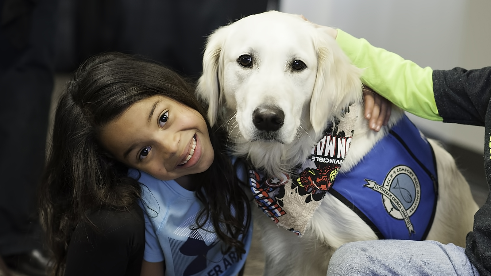 child with therapy dog